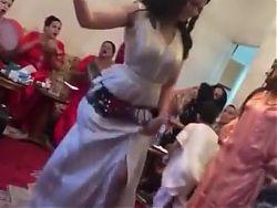 Une fille marocaine qui danse au rhthme 2019 gros cul